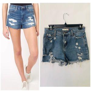 • Levi's shorts •